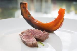 Dry-Aged-Beef-Streifen mit Ofenkürbis