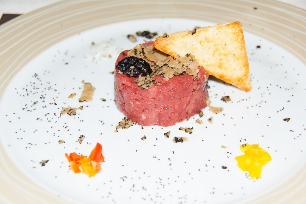 Dry-Aged Beef Tatar with truffles