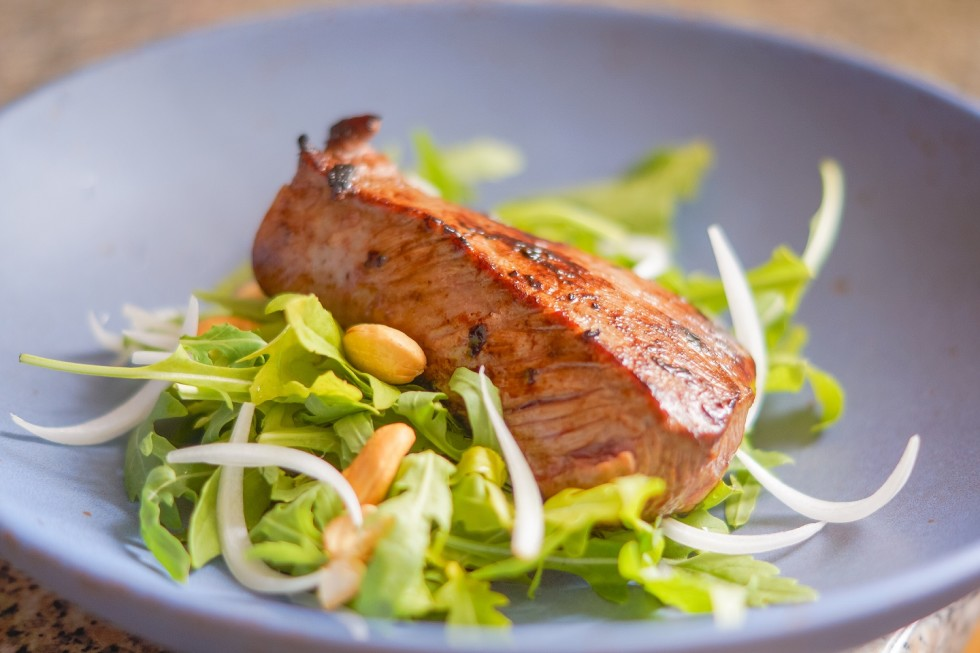 Dry-Aged-Roastbeef with Rucola Cashew Salad