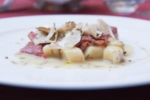 Trüffel-Gnocci mit Dry-Aged Filet-Streifen