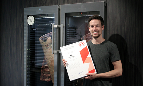 DRY AGER Marketing Manager Alexander Beck with distinction
